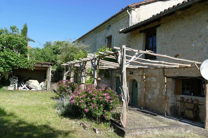 Le charme d'une ancienne ferme en Périgord Vert