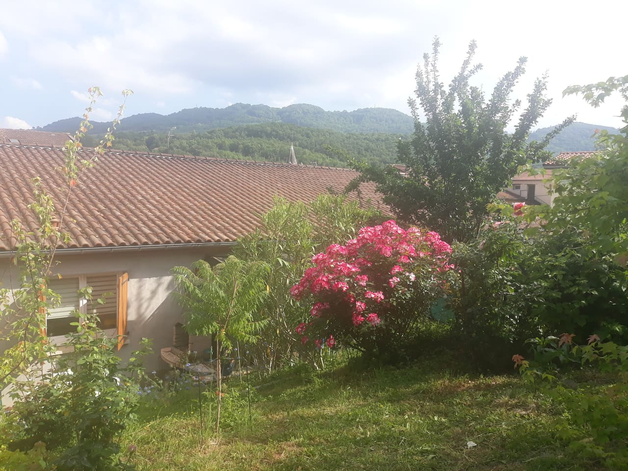 Vue du jardin à l'arrière de la maison maison