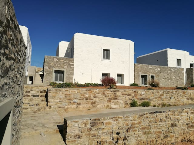 Cycladic stonehouse in Antiparos - Aiolos Home