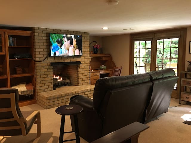 Private Studio w/ Gas Fireplace @ GEMINI/POLARIS - Lewis Center - Hus