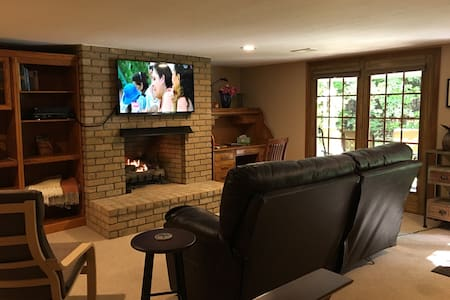 Private Studio w/ Gas Fireplace @ GEMINI/POLARIS - Lewis Center - 独立屋