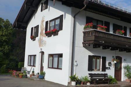 Privatzimmer in unmittelbarer Nähe zur Kampenwand - Aschau im Chiemgau - Lejlighed