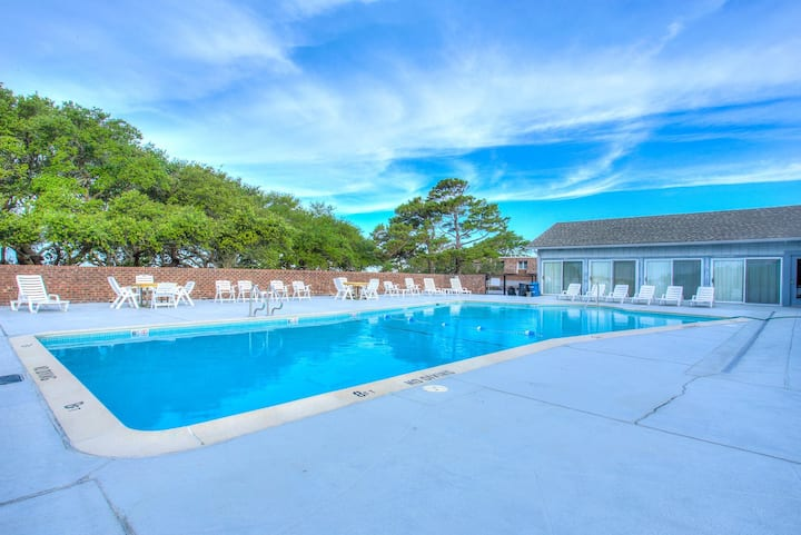 VA6* Rico's Retreat* 5 min drive to beach access* Community pool* Soundfront Pier w/Gazebo