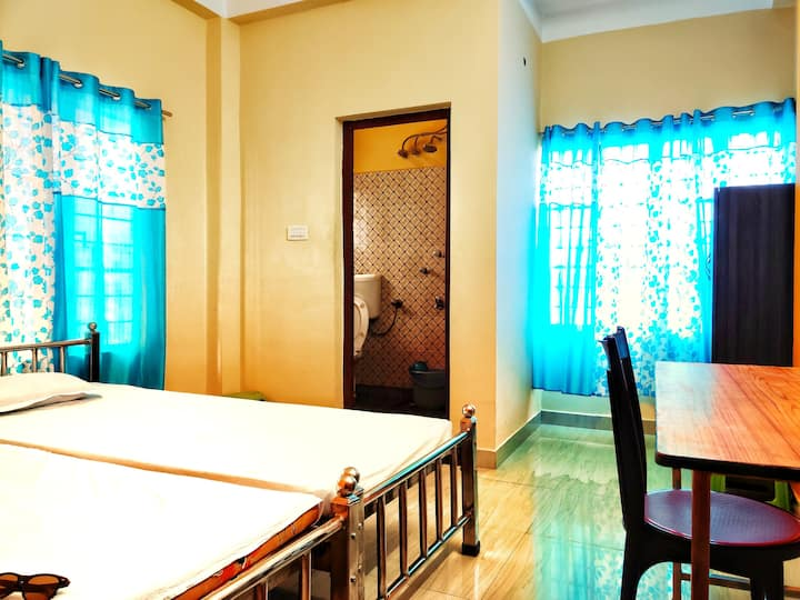 1) UShashee-- for 2 guests 1 room 2 single beds