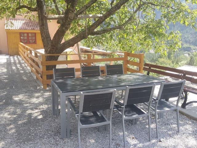 Appartement avec terrasse aménagée et barbecue