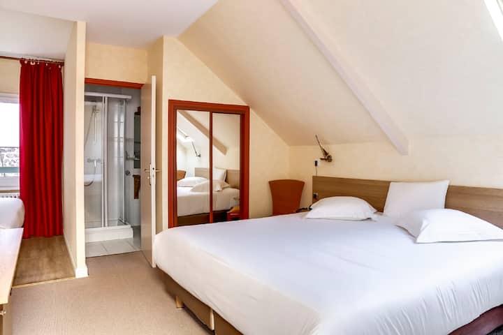 Chambre triple standard Hotel Kyriad Plage
