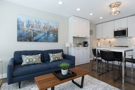 Luxury Carriage House Apt w/ Parking Space