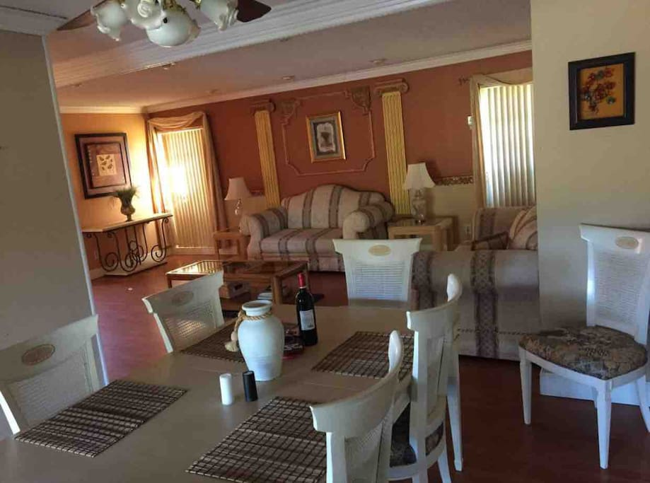 Confortable and great Dinning and living room, where family meals and nice moments can be shared.