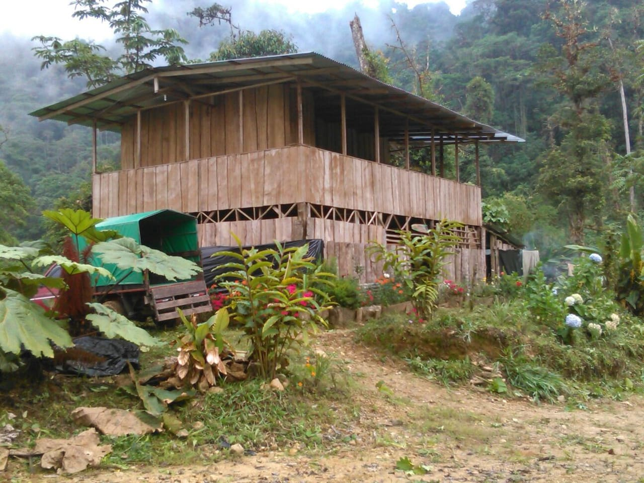 Cocina compartida con leña y gas, 2 camas matrimoniales, turismo rural albergue de montaña, 1800 metros de altura. Caminatas, vista de aves de la zona y mucho mas. Tels. 2742 3148 8652 3742.