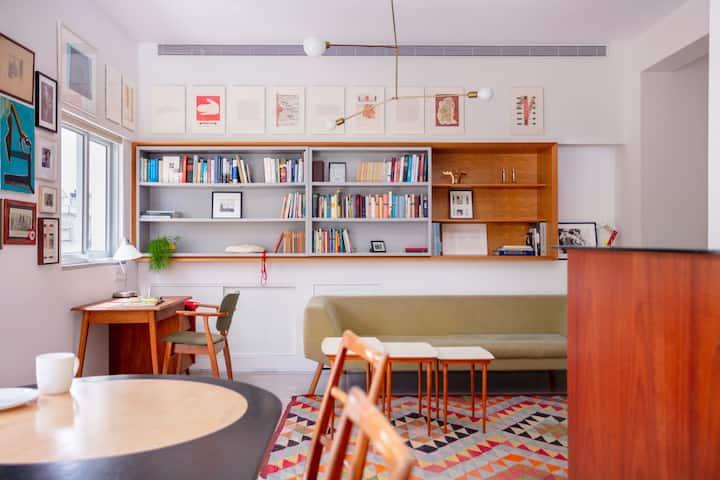 Unique vintage designed apartment!!