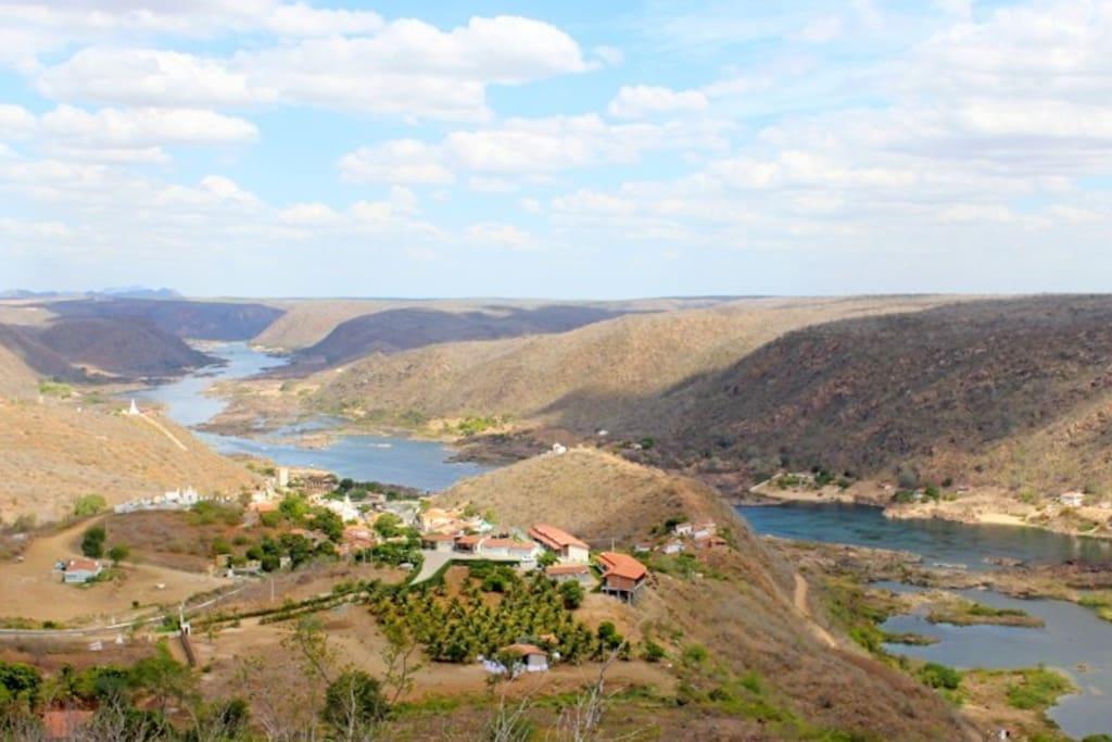 Mirante a 86 metros do Chalé Pitaya com vista para o Rio São Francisco e para o Centro Histórico de Piranhas/AL.