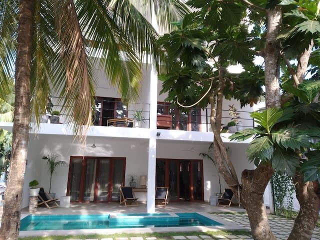 FIVE-Large Modern Room in Brand New Designed Villa