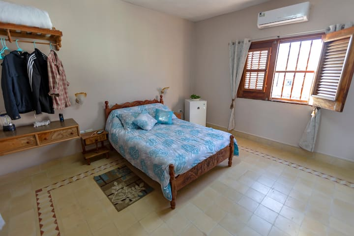 1rst room, spacious, fresh atmosphere, lots of natural light, comfortable. Has a private bathroom, air conditioning, a bench for the suitcases, a table and 2 chairs. Daily cleaning; fire and smoke alarm.