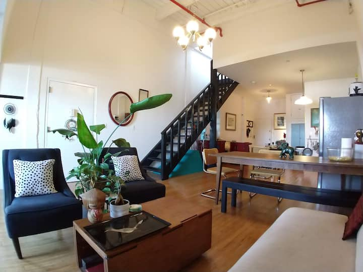True Classic Brooklyn Artist Loft +360 Roof Deck 6
