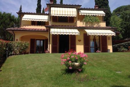 Spacious family home in Tuscany - Castiglion Fibocchi