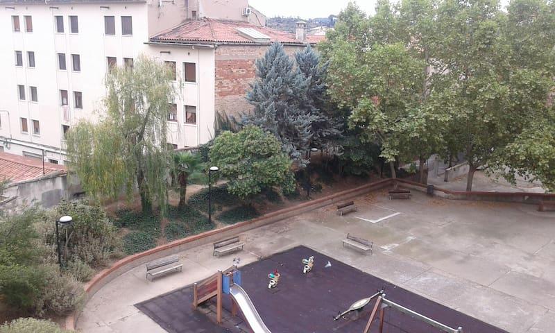 Piso Soleado y tranquilo en el centro de Manresa - Manresa - Byt