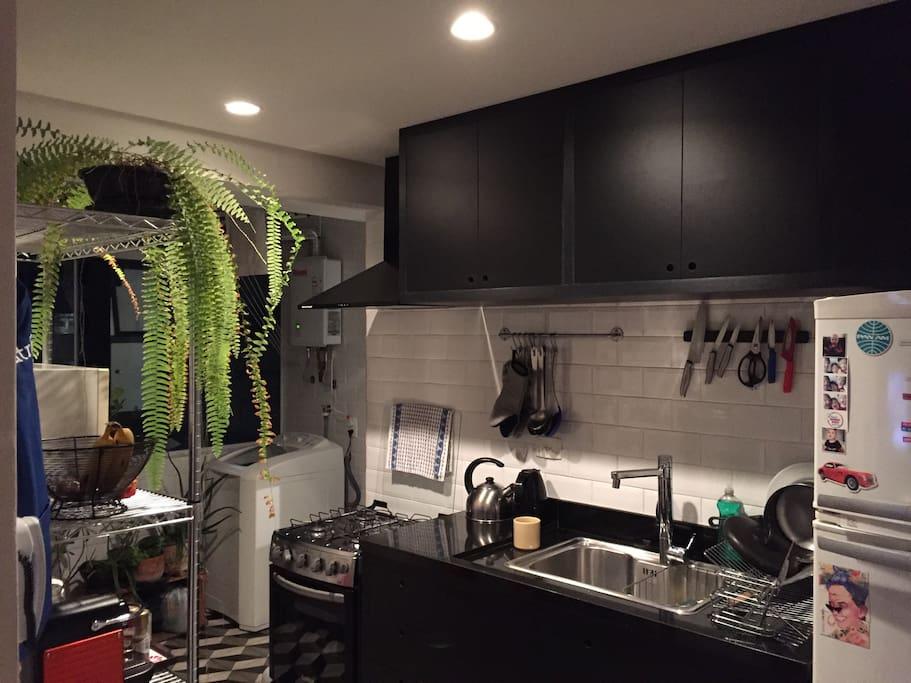 Cozinha com área ao fundo