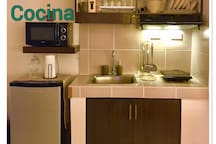Cocina w/ refrigerator, microwave, induction cooker, electric kettle, complete kitchen utensils, soap&sponge, tissue & others