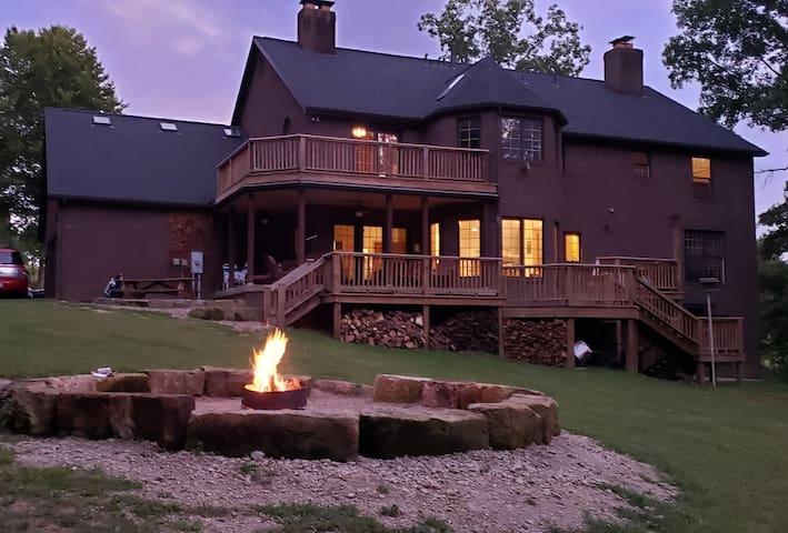 Twin Oaks Inn and Retreat