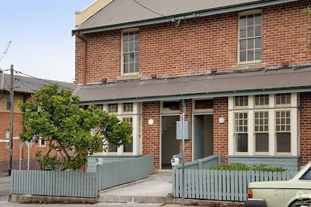 Spacious, character filled home near the beach - Newcastle East - House