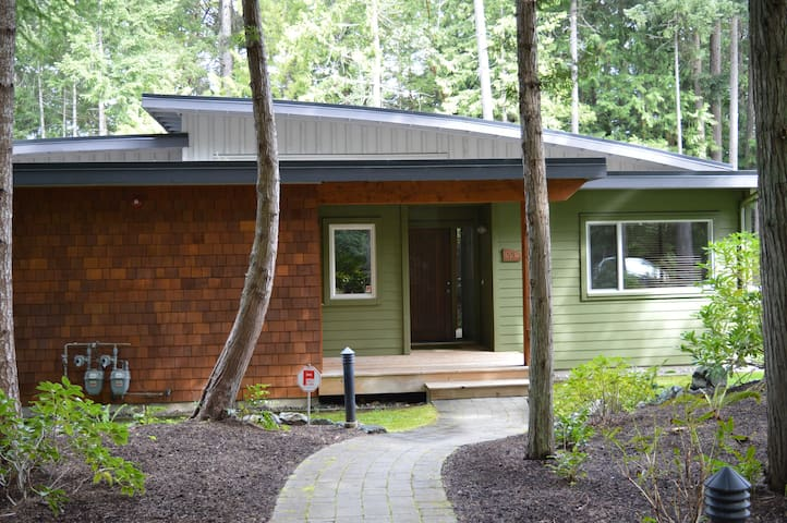 Modern Beach House, Rathtrevor Park - Parksville - Cottage
