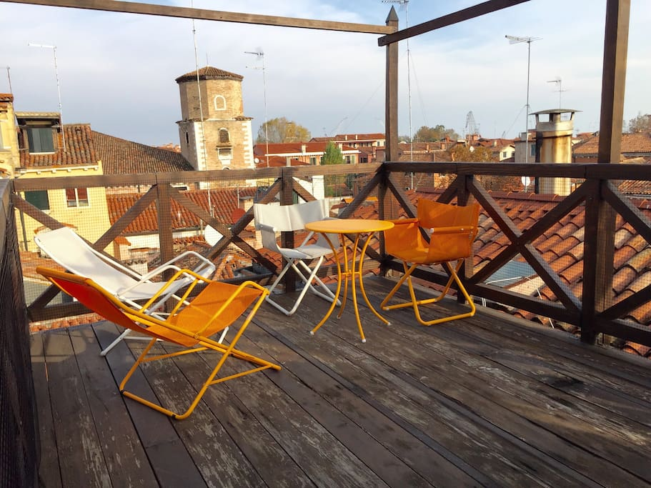 terrace on the venetian roofs apartments for rent in venice veneto italy. Black Bedroom Furniture Sets. Home Design Ideas