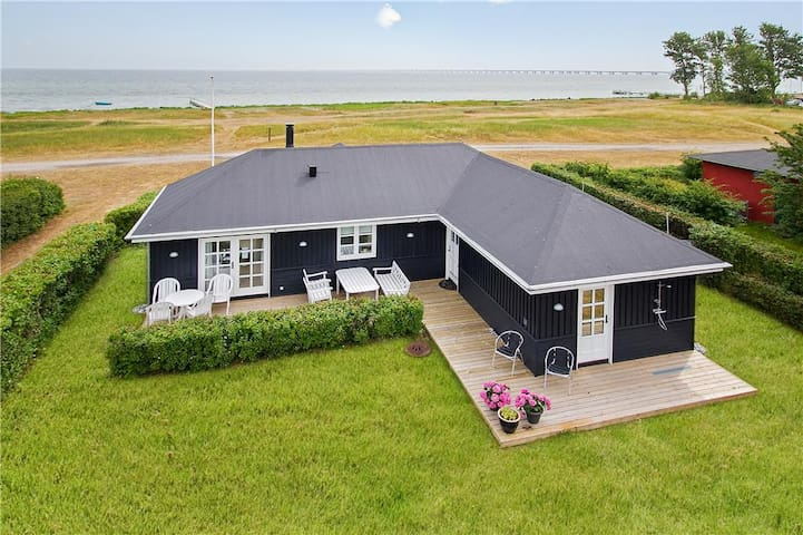 Frontline villa 50 meters from the seaside - Nyborg - Ev