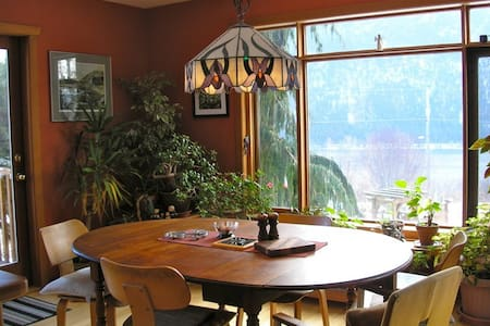 Hillhouse Cypress Room: Scenic luxury & convenient - Nelson