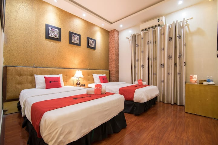 COZY Superior Twin Room || near Cau Giay Park
