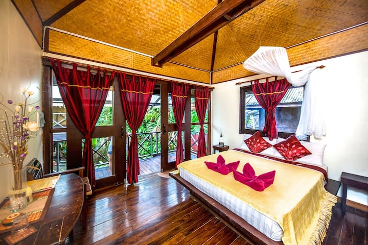 Fruit Tree Lodge; bungalows, yoga, coffee & brunch