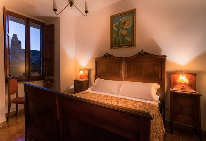 Beautiful room with bathroom in Assisi centre - Assisi - Haus