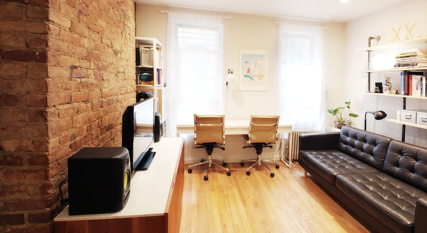 Artsy/Neat 1 Bedroom Apartment in the heart of LES - New York - Huoneisto