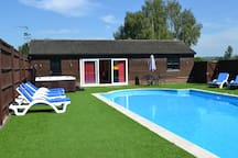 Private Pool, Hot Tub Spa & Garden. Great for alfresco dining or just splashing around.
