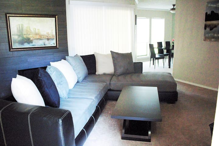 Beautifully furnished 2BD/2BA condo in Addison