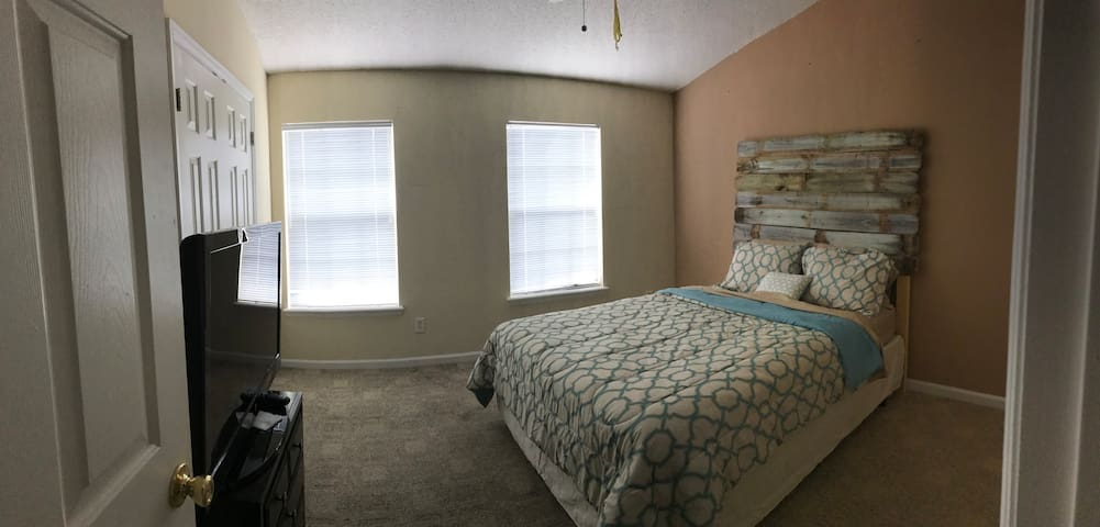 Private Bed and ensuite Bath Remodeled Townhouse - Jacksonville