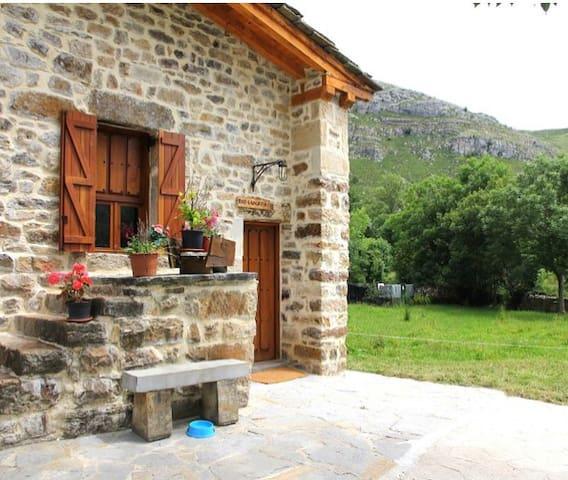 Casa rural Río Lunada 2