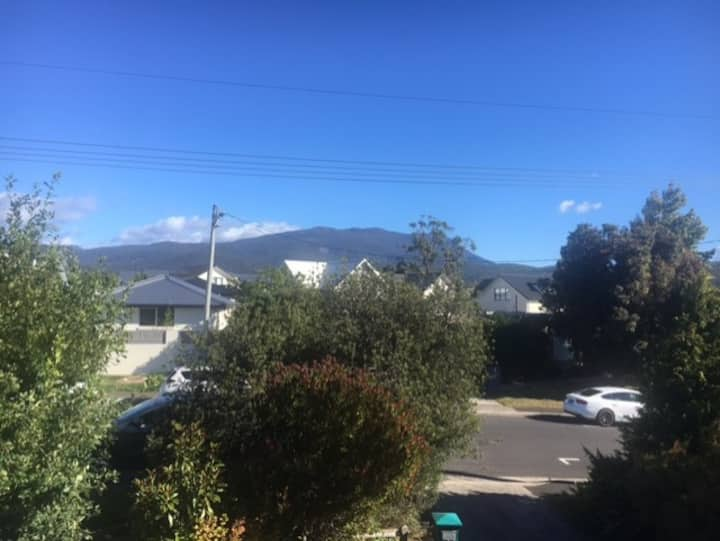 A room with a view - 12 minutes drive to Hobart