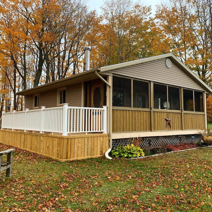 Newly renovated Water view cottage!