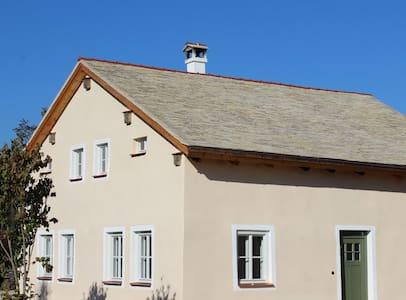 Denkmalgeschütztes Jurahaus OG