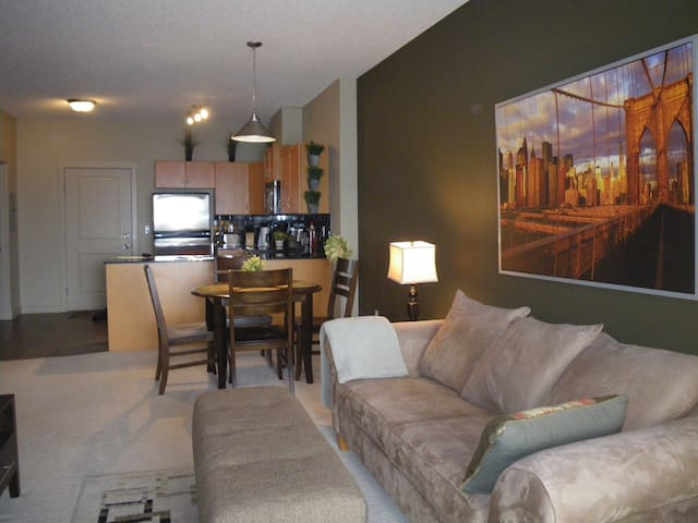 Comfortable and cozy getaway unit 5 - Calgary - Apartment