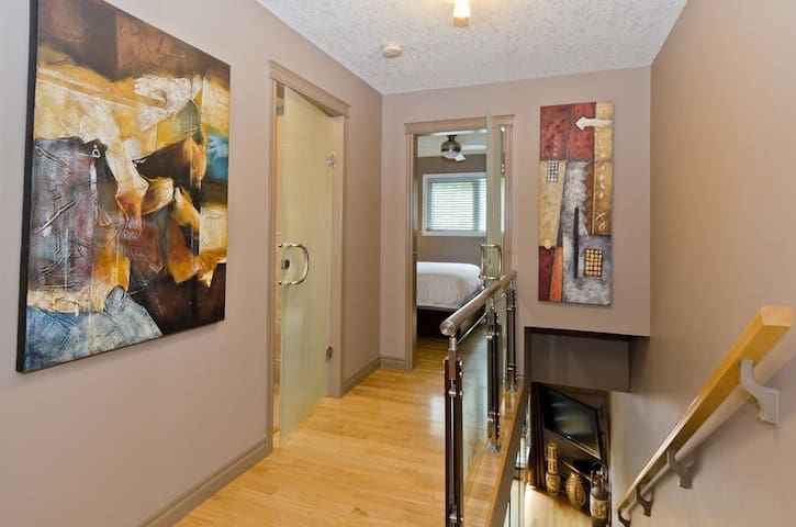 Walkable Location 2 Bedroom