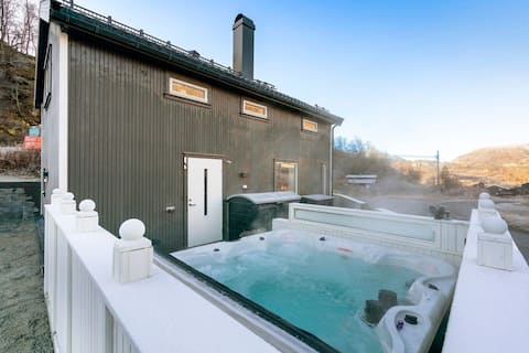 Modern cabin - sunny terrace, great Jacuzzi