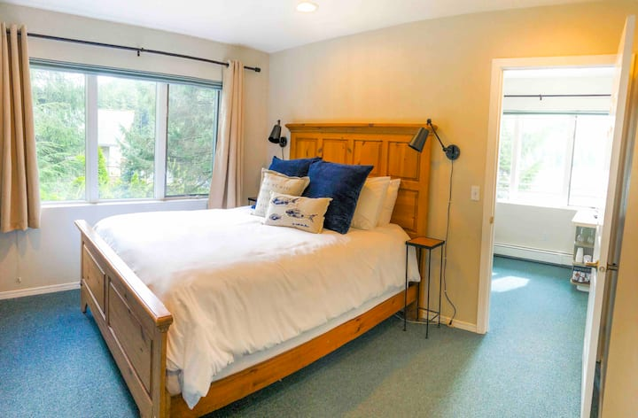 Waterfront Suite on Auke Lake