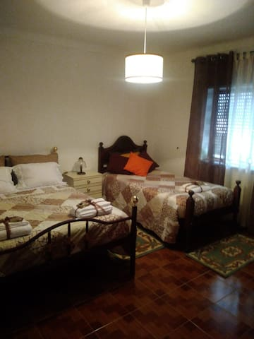 Vila de Góis - Bedroom for 3(1double+1single beds)