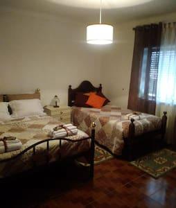 Vila de Góis - Bedroom for 3(1double+1single beds)