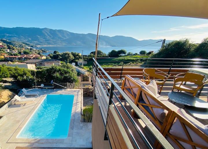 Villa cocoon adossée au maquis piscine & vue mer