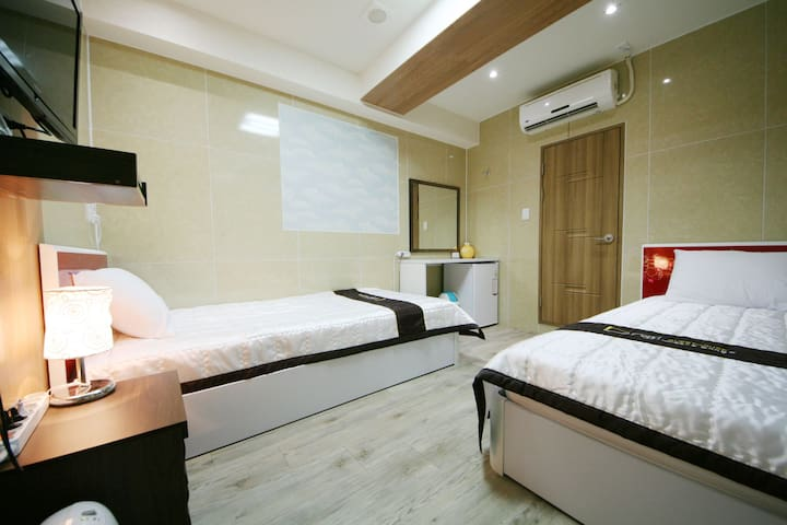 Guesthouse Myeongdong 2 / N Twin  Room B02