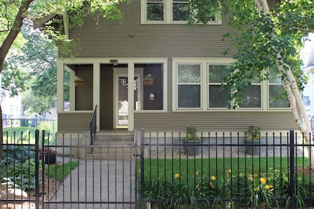 Beautiful 1918 Craftsman Home Near Downtown - Minneapolis - Haus