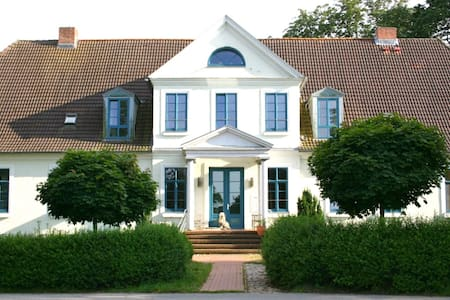 Gutshof Ilow   6 -  Apartment Ost - Neuburg