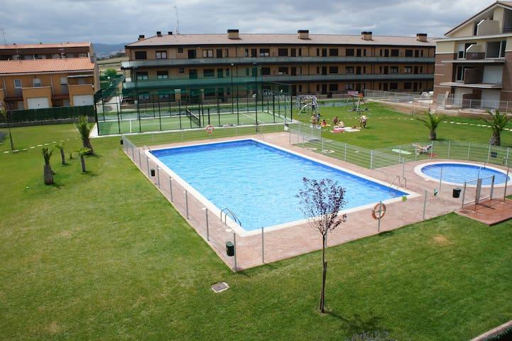 Duplex en urbanización con piscina - Alesanco - Apartament